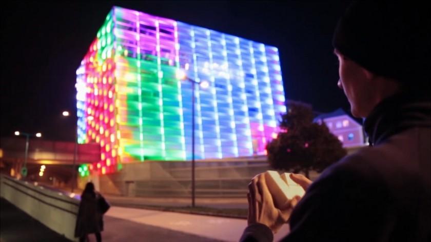 Quand un artiste transforme un immeuble en rubik 39 s cube - Rubik s cube geant ...