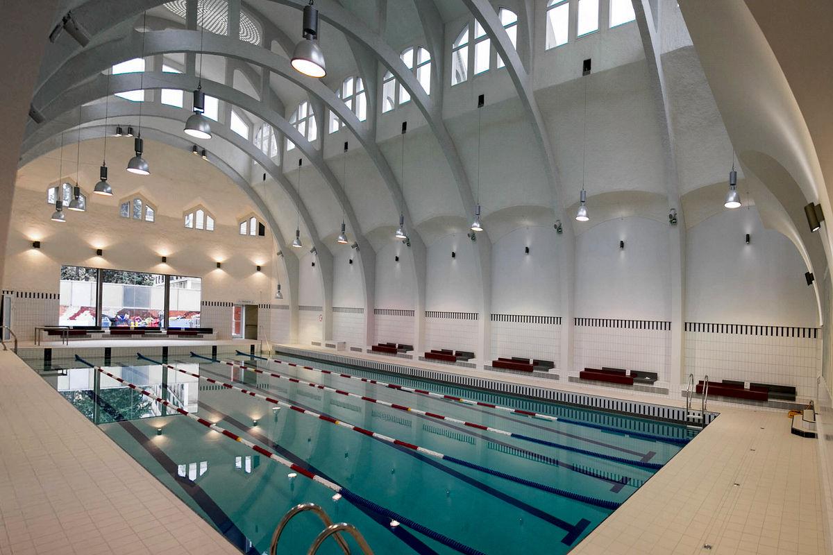 Une piscine chauff e par un centre de donn es paris for Buttes aux cailles piscine
