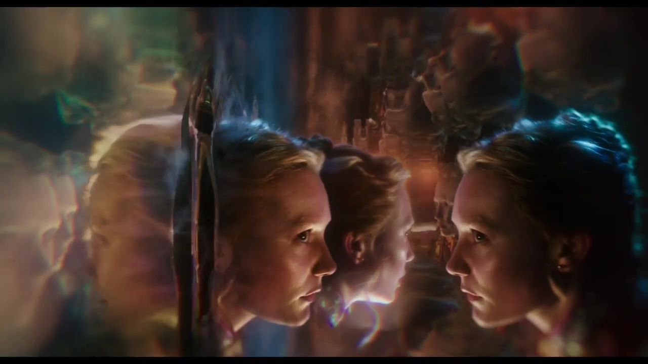 Critique du film alice de l 39 autre c t du miroir r alis for Se voir dans un miroir