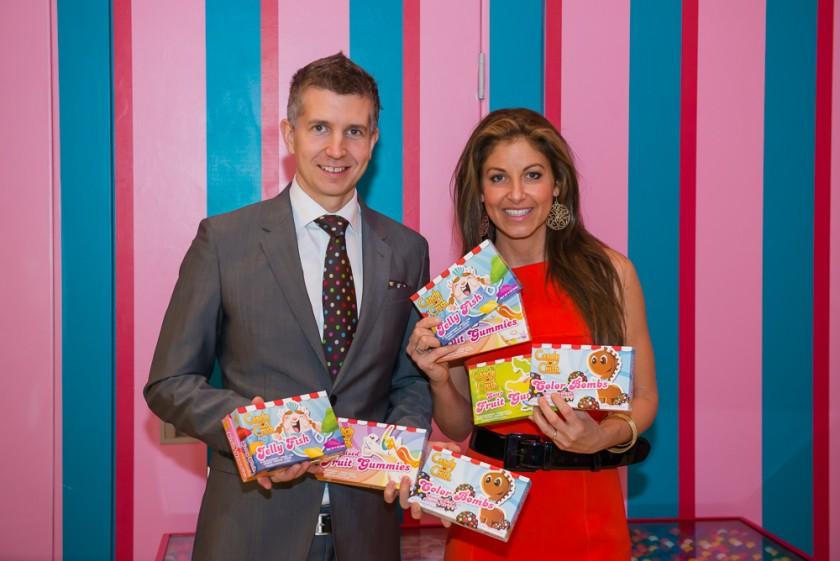 Tommy Palm le «  Guru des jeux » de King et Dylan Lauren,  la fille du grand designer Ralph Lauren, au lancement de la marque de friandises Candy Crush.
