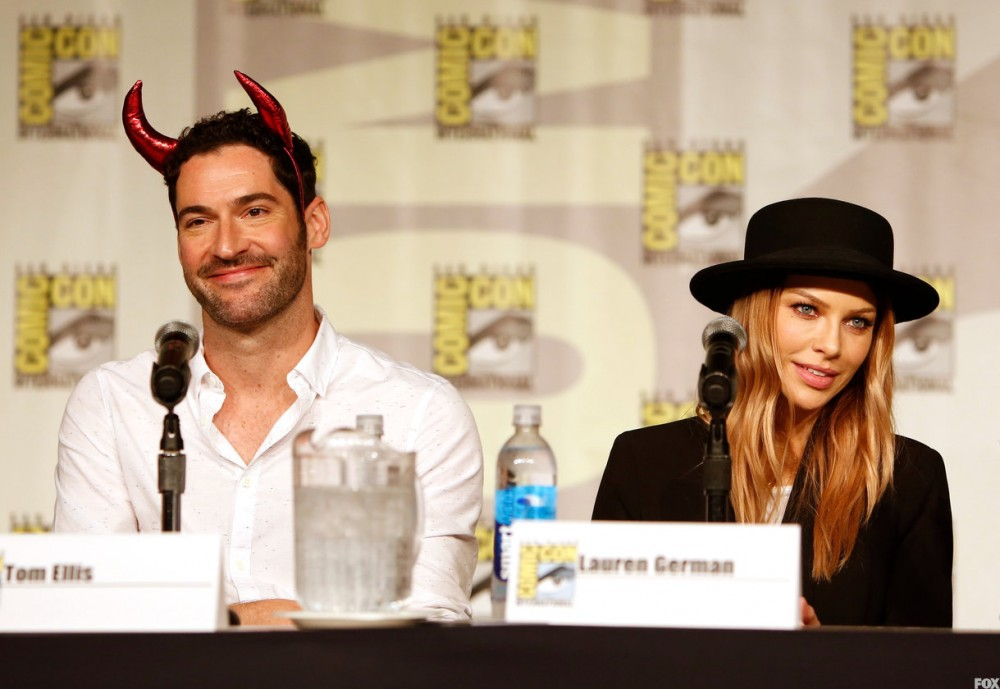 FOX FANFARE AT SAN DIEGO COMIC-CON ©2015: LUCIFER cast members Tom Ellis and Lauren German during the LUCIFER panel on Friday, July 10 at the FOX FANFARE AT SAN DIEGO COMIC-CON ©2015. CR: Christy Radecic/FOX ©2015 FOX BROADCASTING