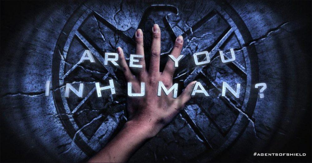 """L'intitulé de la Saison 3 d'Agents of S.H.I.E.L.D. était """"Are You Inhuman ?"""". Cette saison, l'intitulé est """"Ghost Rider""""."""