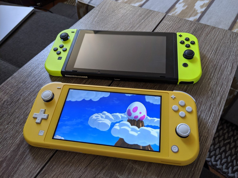Nintendo Switch Lite et Nintendo Switch Originale comparatif